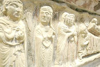 fachada piedra esculturas
