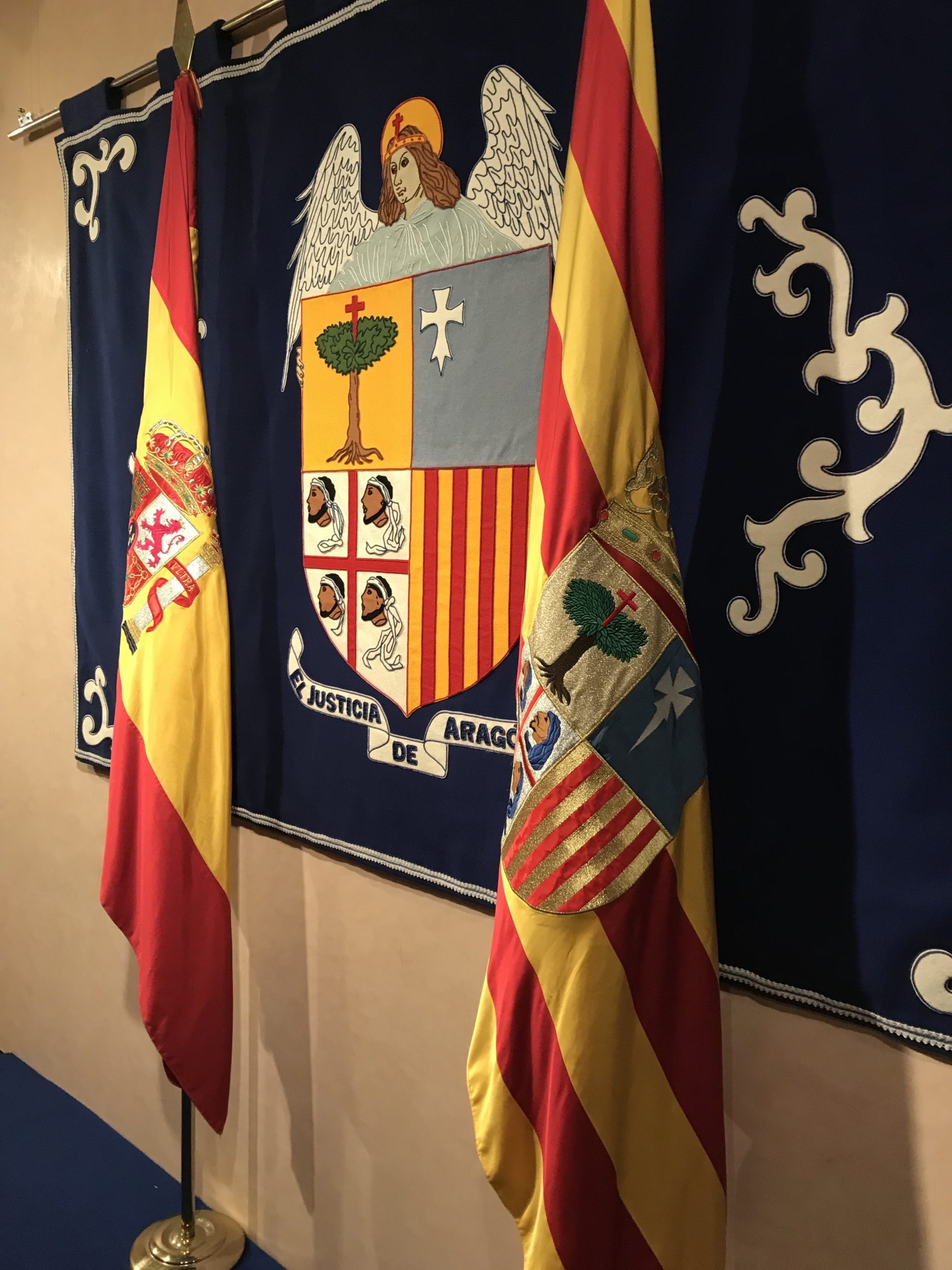 escudo justicia de aragón en tela